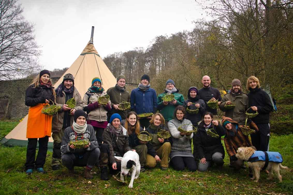 Wildnispaedagogik Weiterbildung Naturhandwerk Korbflechten