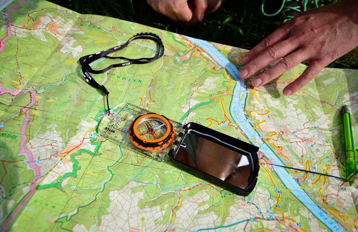 Topographische Karte mit Kompass lesen Kurs