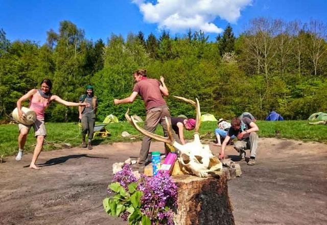 Wildnispaedagogik Weiterbildung Wildnisschule Weltenwandler Zeremonie Ritualarbeit