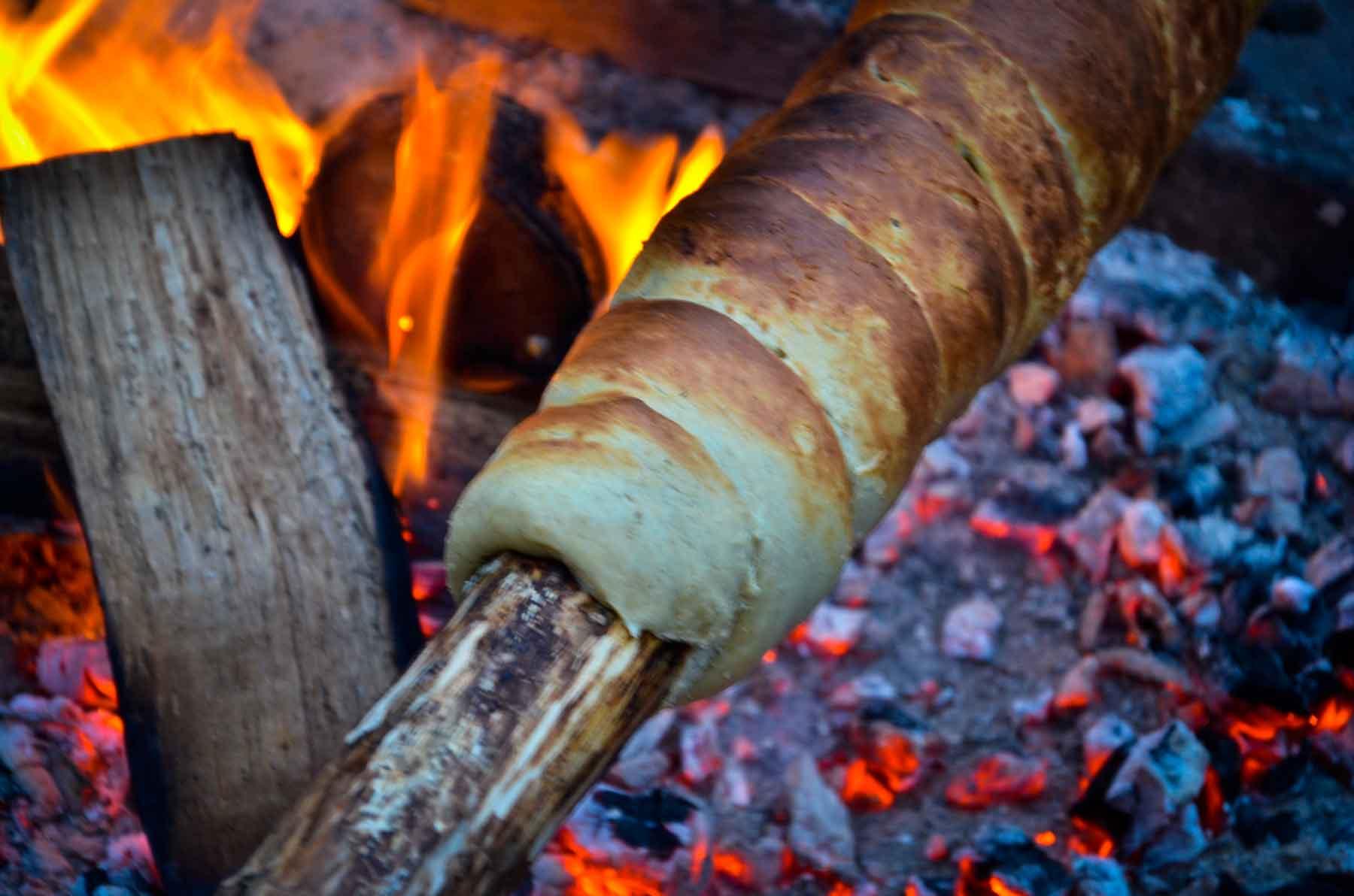 Lagerfeuer Kochen Baumstriezel