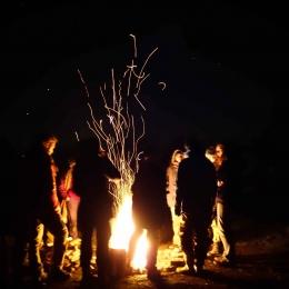 Wildnispaedagogik Weiterbildung Gemeinschaft Lagerfeuer