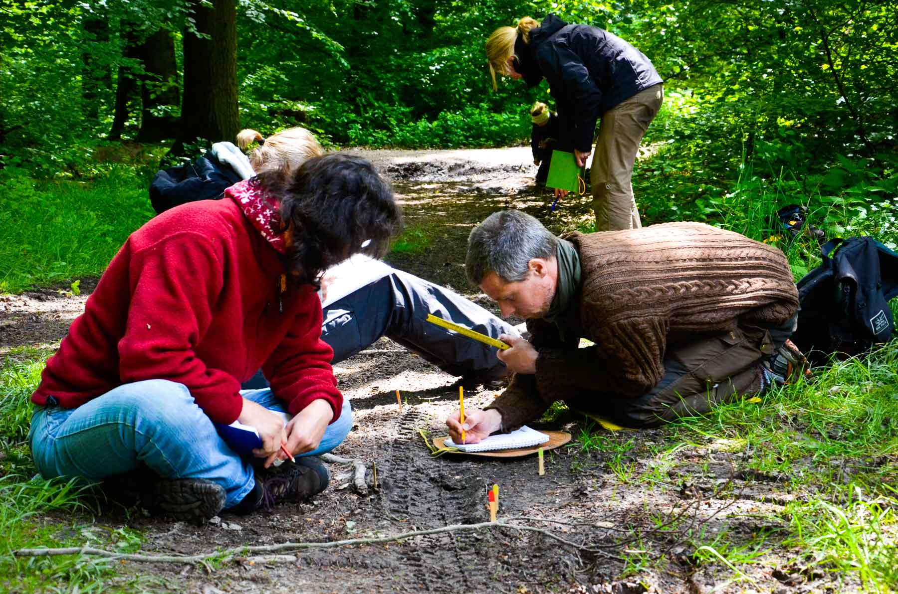 Wildnispaedagogik Ausbildung Spurenlesen Tracking