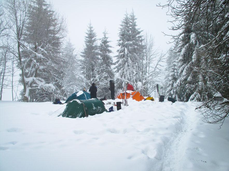 Outdoor Trekking Guide Ausbildung Zelten im Schnee